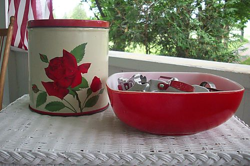 Weekend red bowl and canister