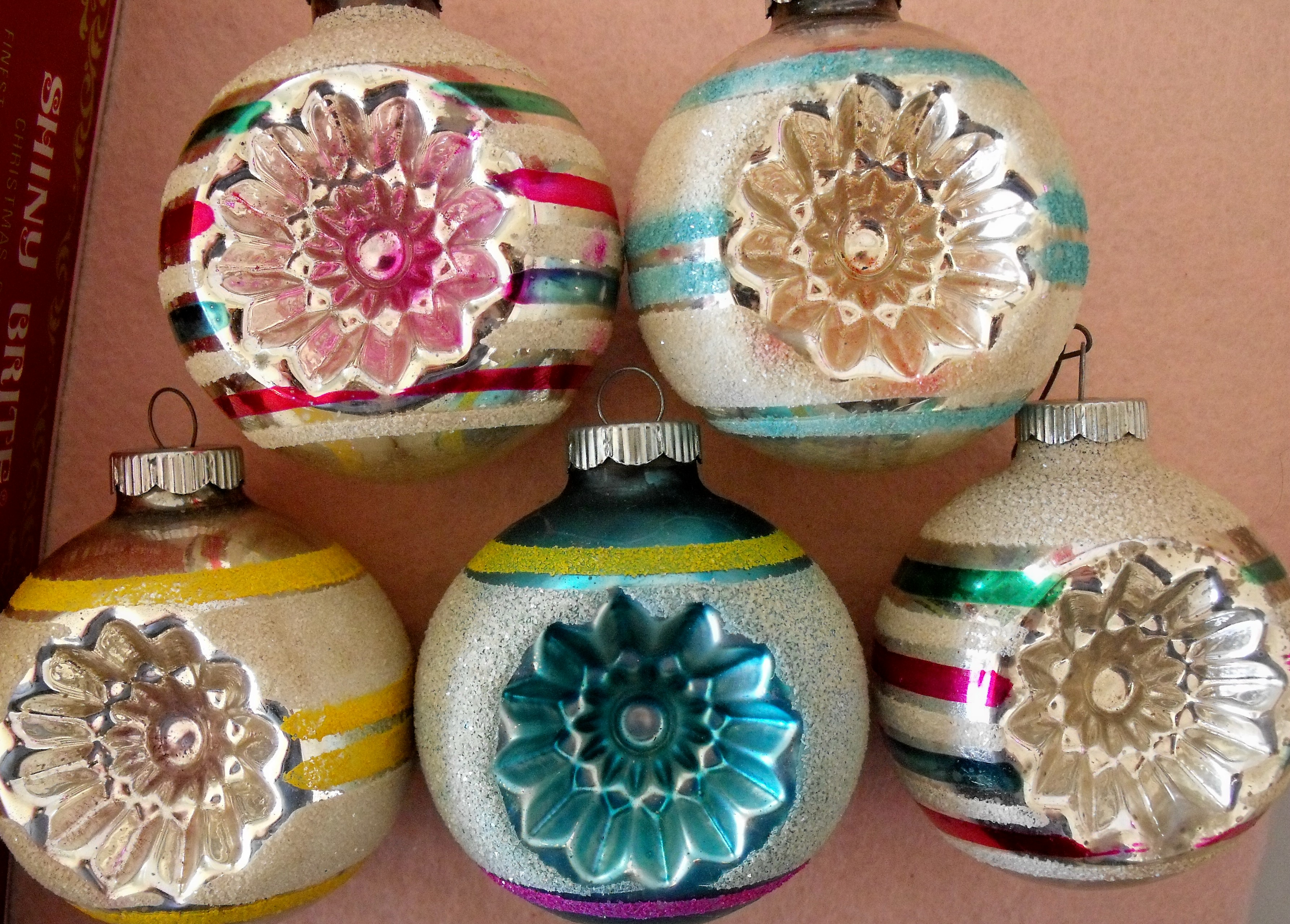 Oodles and oodles: Sorting through vintage Christmas ornaments, the ...