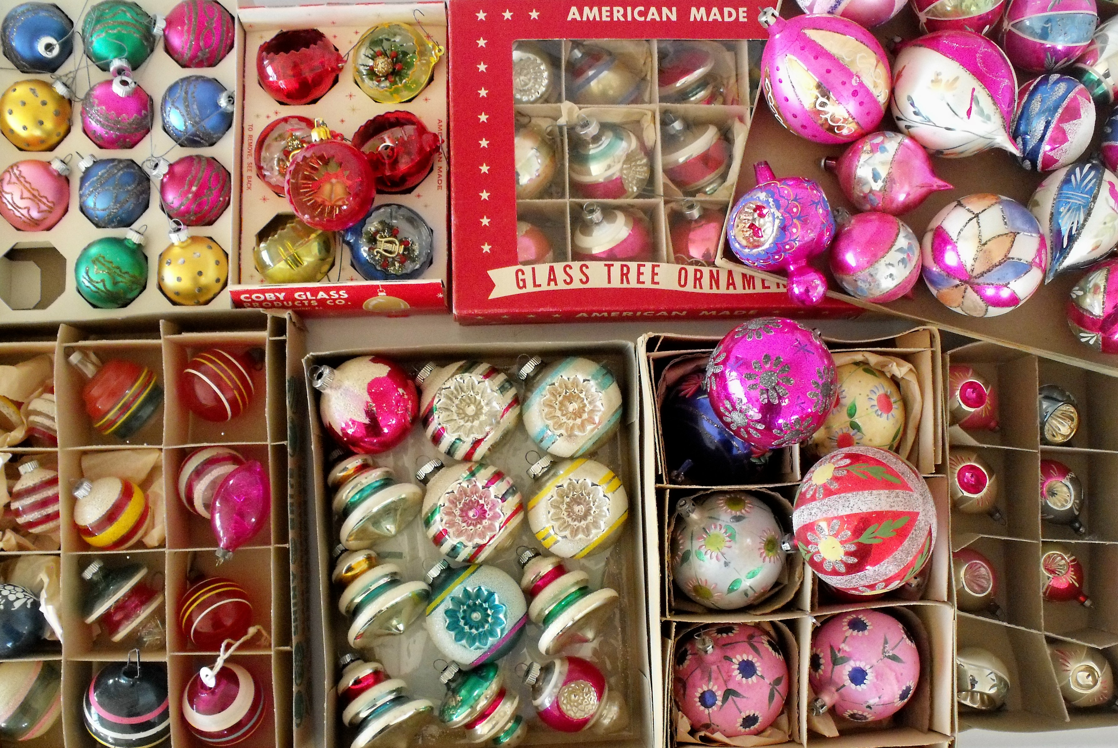 Vintage looking christmas ornaments - Like Buttons Ornaments Always Look So Much Better When They Re All Organized And Grouped Together