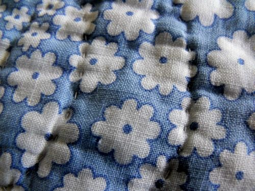 A type quilt blue flowered sashing