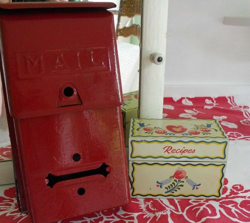 Garage sale mailbox, other boxes