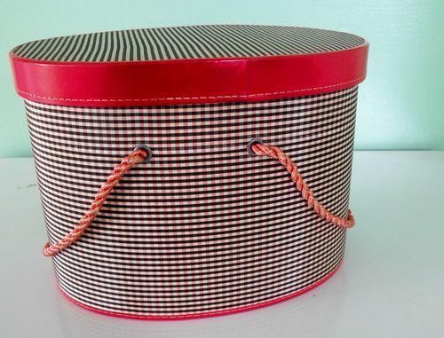 1 sewing box