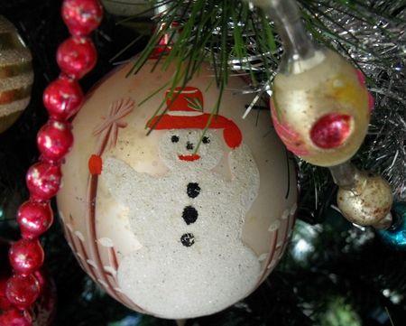Lg snowman ornament snow glitter