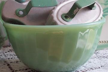 Green_bowl_closeup